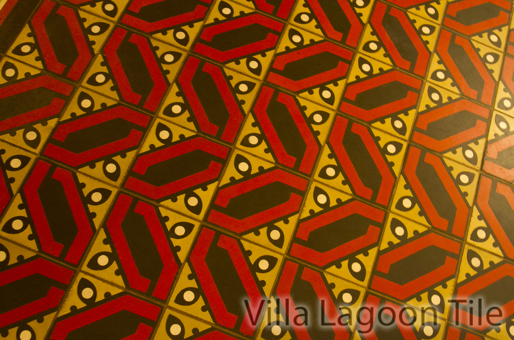 oak-long-bar-boston-tile-floor-VLT