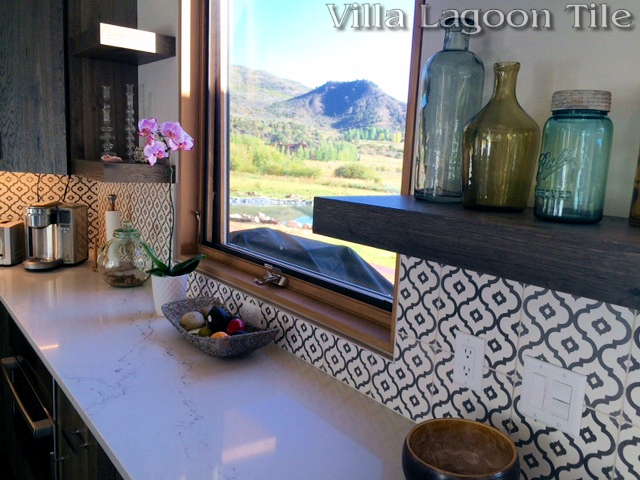 Kitchen backslash with our Kasbah cement tile, a white and gray repeating ogee shape.
